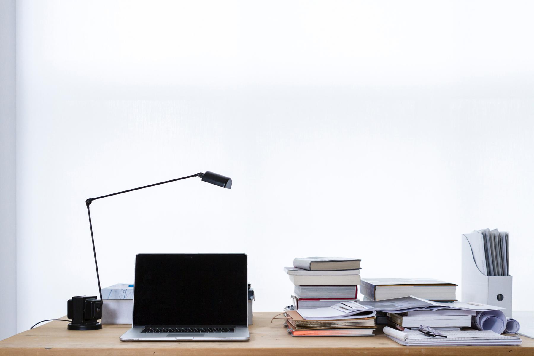 als selbstst ndiger den geeigneten arbeitsplatz finden. Black Bedroom Furniture Sets. Home Design Ideas