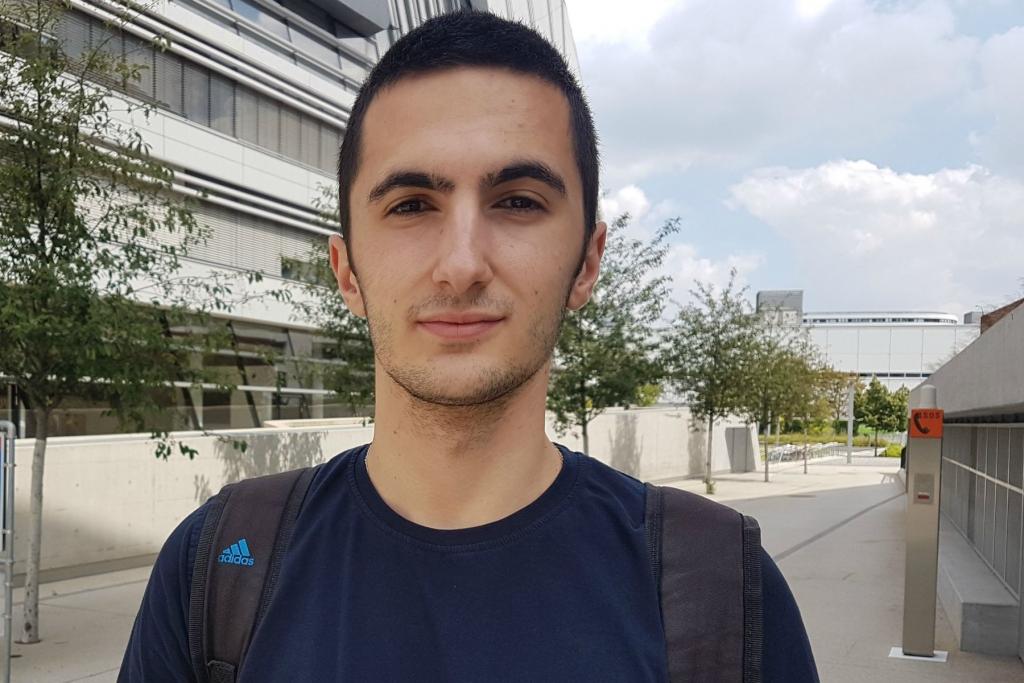Das Foto zeigt David Babic, Student der WU Wien.
