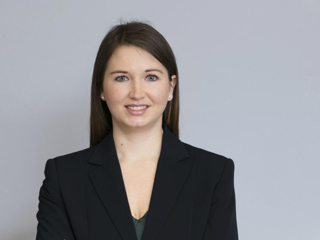 Das Foto zeigt Julia Kramer Mitarbeiterin bei Gourmet und WU Absolventin