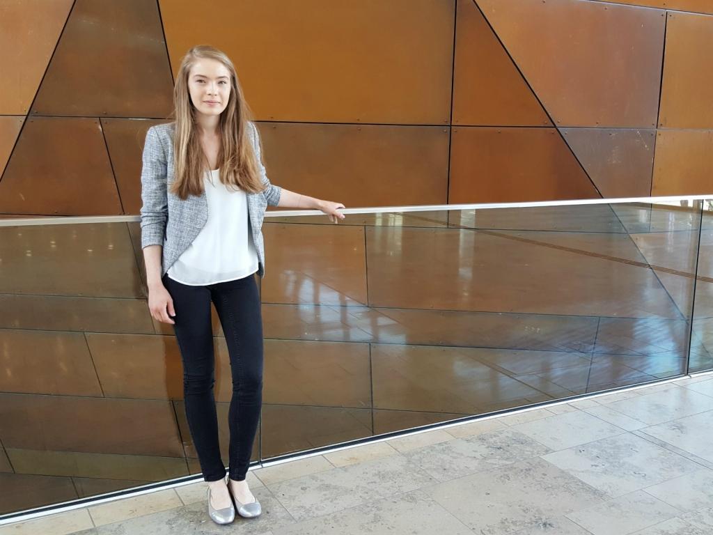 Das Foto zeigt Livia Rathmanner, Studentin der WU Wien.